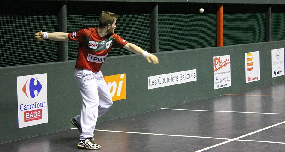 Baptiste Ducassou vise son troisième tournoi de pelote remporté